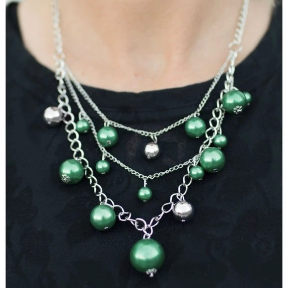 🆑3 for $10🆑Metallic green and silver necklace